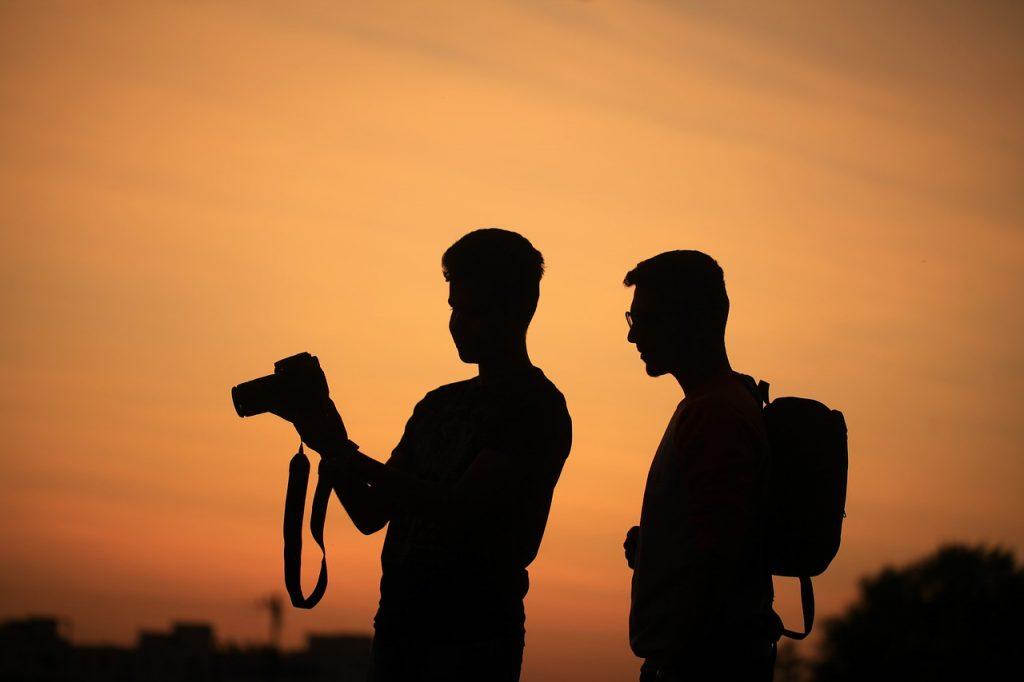 men, silhouettes, camera-1777352.jpg